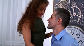 Curly chick Melody Petite gives a oral..