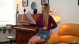 Pianist Bekki takes off underpants and..