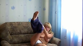 Beautiful sporty blondie seizes rid of..
